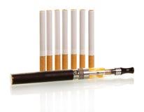 许多传统和一根电子香烟 免版税库存照片