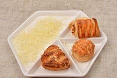 许多另外种类新鲜的油酥点心用在白色的乳酪 免版税图库摄影