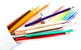 许多另外色的彩虹书写在白色的学校用品 库存图片
