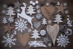 许多圣诞节装饰,心脏,雪花,星,礼物,驯鹿 库存图片