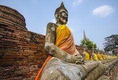 许多在古庙的菩萨雕象 库存图片
