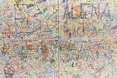 许多在墙壁上的德国被拼写的词 图库摄影
