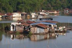 许多在河安置 库存照片