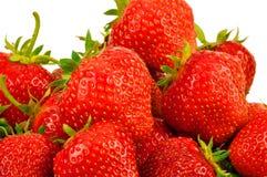 许多在白色背景的新鲜的草莓 免版税库存图片