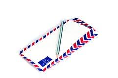 许多在白色背景的航空邮件信件 皇族释放例证