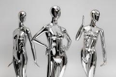 许多塑造衣裳的发光的母时装模特 金属manne 库存照片