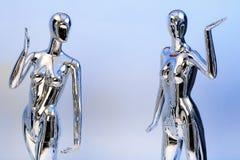 许多塑造衣裳的发光的母时装模特 金属manne 免版税图库摄影