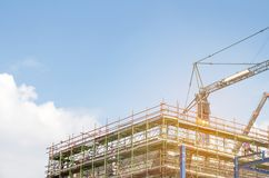 许多塔有起重机的与bl的建造场所和大厦 免版税库存照片