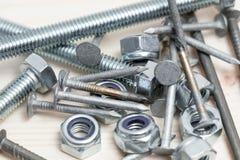 许多多个螺丝带帽螺栓钉子钉混合 免版税库存图片