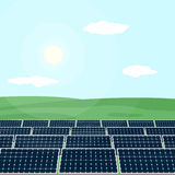 许多太阳电池板从太阳的产物能量 库存图片