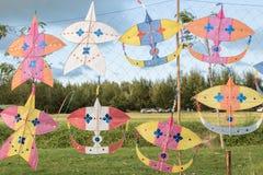 许多孩子的风筝 免版税库存图片