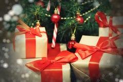 许多家庭圣诞节礼物 免版税库存照片