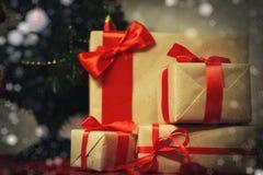 许多家庭圣诞节礼物 免版税库存图片