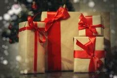 许多家庭圣诞节礼物 免版税图库摄影