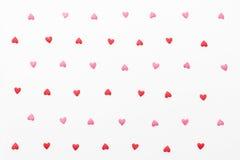 许多小红色和桃红色心脏背景  免版税库存图片