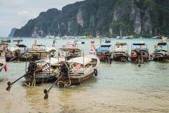 许多小船在发埃发埃海岛 免版税库存照片