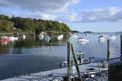 许多小船在Rockport海军陆战队员港口 免版税库存图片