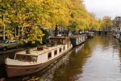 许多居住船在秋天 库存图片