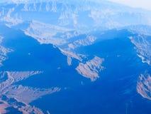 许多山峰概要 免版税库存照片