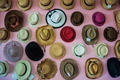许多帽子待售 图库摄影