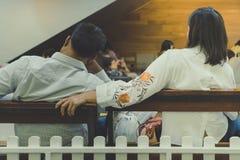 许多患者等待医生和护士 免版税图库摄影