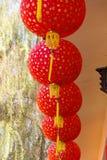 许多朱红色的纸灯或灯 免版税库存照片
