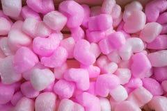 许多桃红色心脏在木板箱起泡沫 免版税库存照片