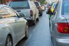 许多汽车用交通堵塞在曼谷首都 免版税库存照片