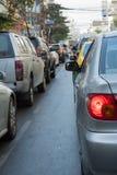许多汽车用交通堵塞在曼谷首都 库存照片