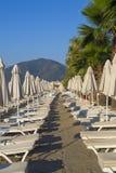 许多沙滩伞 免版税库存照片