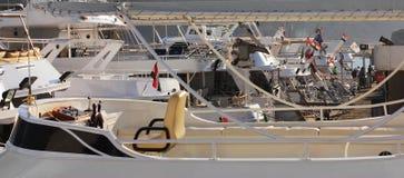 许多游艇被停泊 免版税库存照片