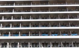 许多游轮阳台 免版税库存图片