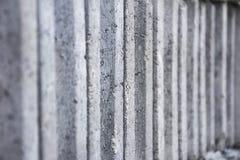 许多灰色砖/具体块纹理背景 很多交叠材料 免版税库存照片