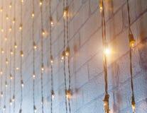 许多电灯泡和光 免版税库存照片