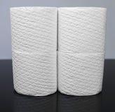 许多白色装饰了卫生纸卷  库存照片