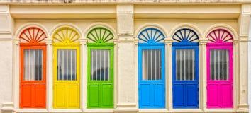 许多的中葡萄牙建筑学大厦在普吉岛市 免版税图库摄影