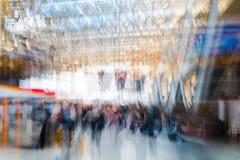许多的多重曝光图象人走的和等待的搭乘在滑铁卢 免版税库存图片