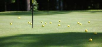 许多的球黄色 免版税库存图片
