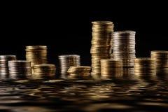 许多的coloumns货币 库存图片
