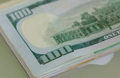 许多种类钞票-接近  免版税图库摄影