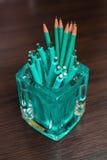许多简单的绿松石铅笔 库存照片