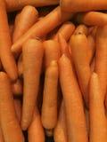 许多红萝卜菜高维生素和钙,有益于健康 库存照片