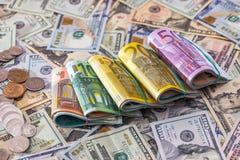 许多美元和欧洲钞票与硬币 库存图片