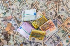 许多美元和欧洲钞票与硬币 库存照片
