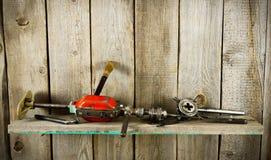 许多老工具(钻子,钳子和其他)在a 免版税库存照片