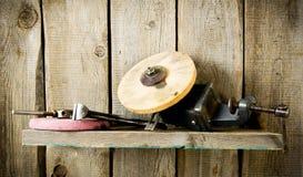 许多老工具(钳子,圈子和其他)在a 免版税库存图片
