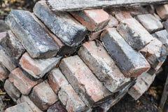 许多老损坏的砖堆  免版税库存图片
