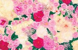许多花背景,花卉装饰墙壁 免版税库存照片