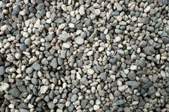 许多苍白岩石和小卵石 免版税库存图片