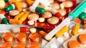 许多药片和胶囊在关闭英尺长度 股票录像